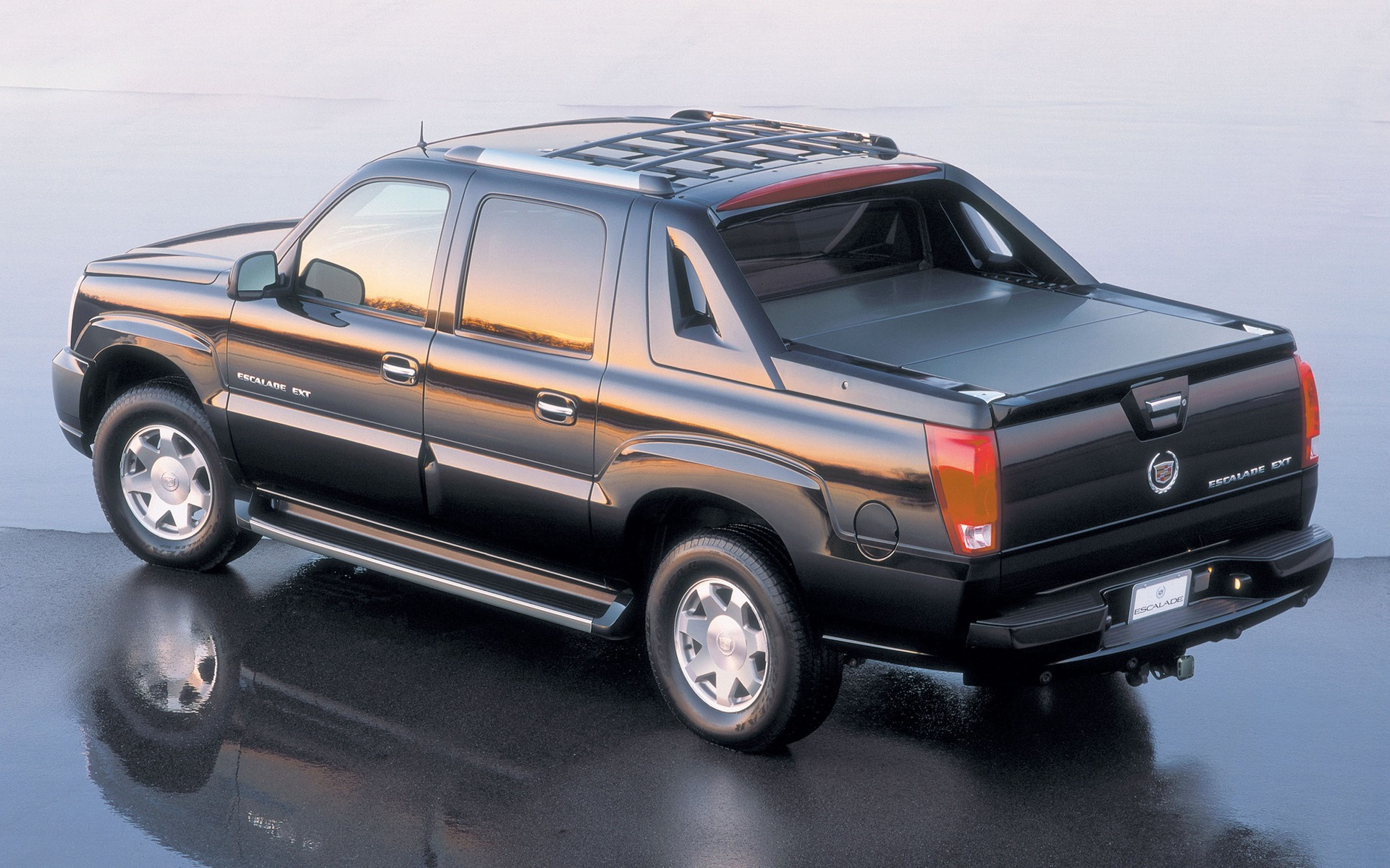 <p>2004 Cadillac Escalade EXT</p>