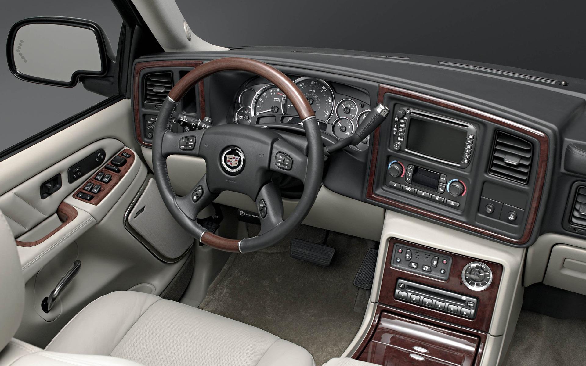 <p>2004 Cadillac Escalade</p>
