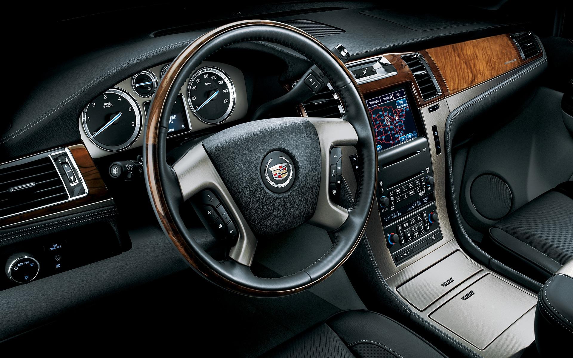 <p>2010 Cadillac Escalade</p>