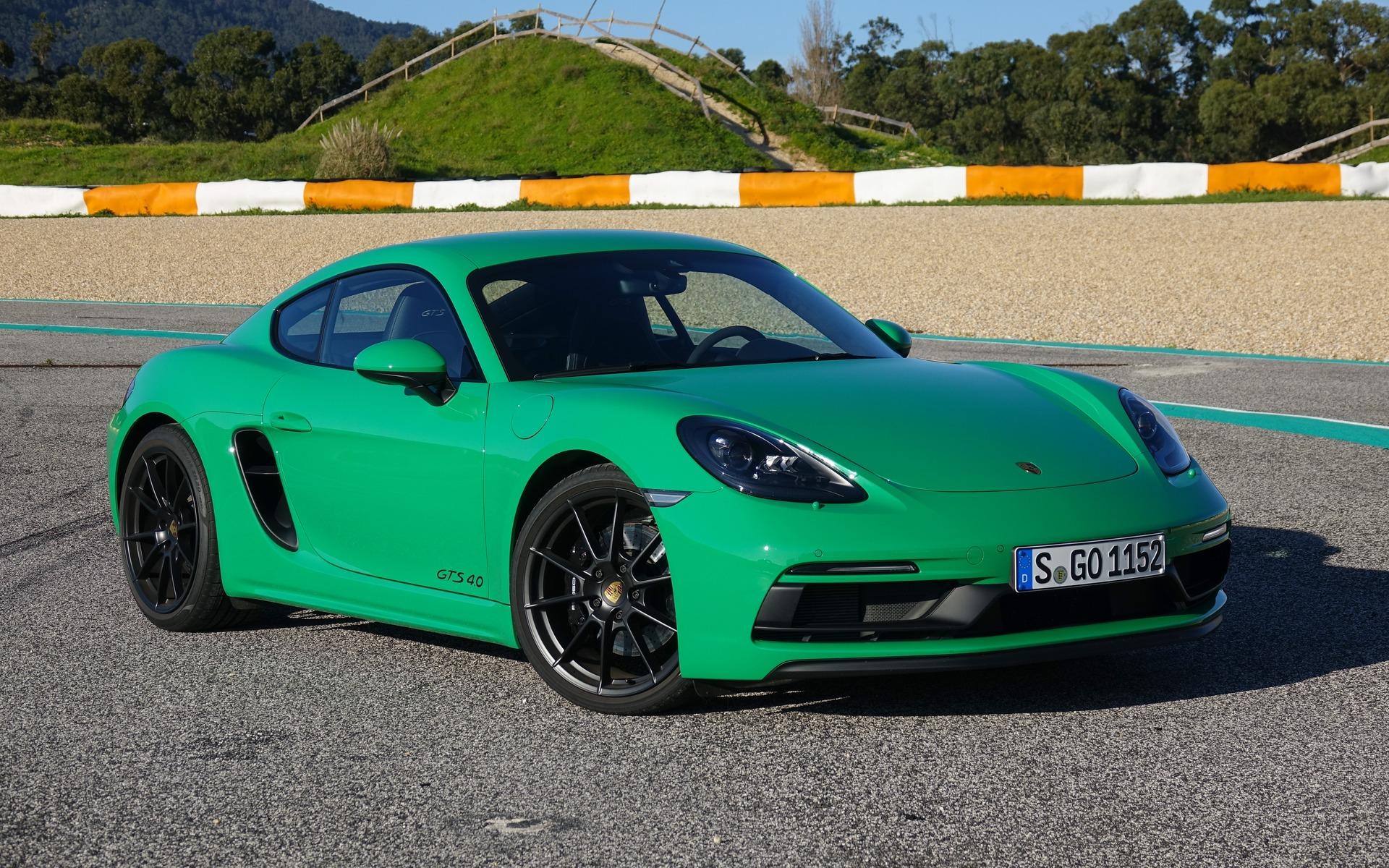 <p>Porsche 718 Cayman GTS 4.0 au circuit Estoril</p>