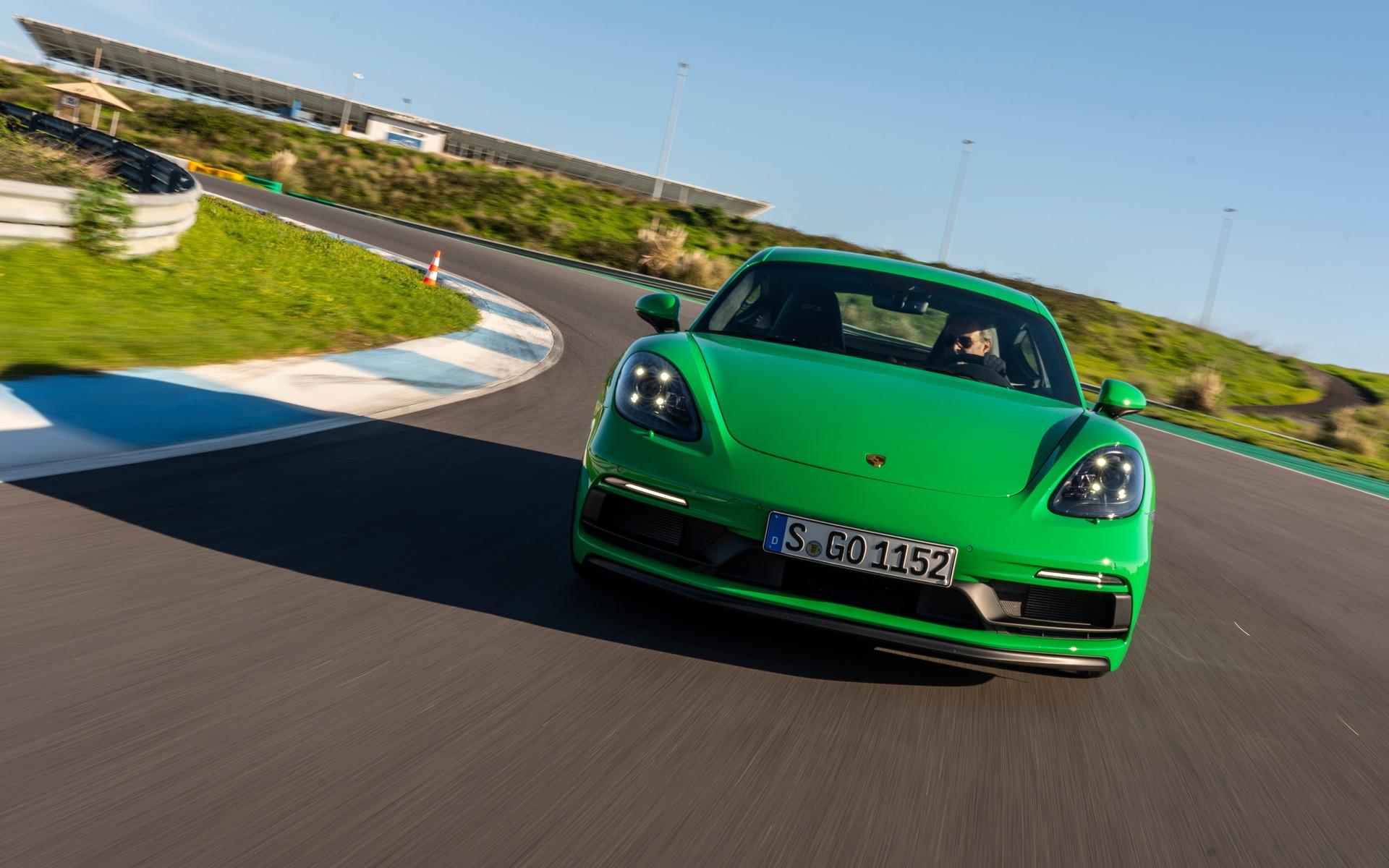 <p>Porsche 718 Cayman GTS 4.0 sur le circuit Estoril</p>