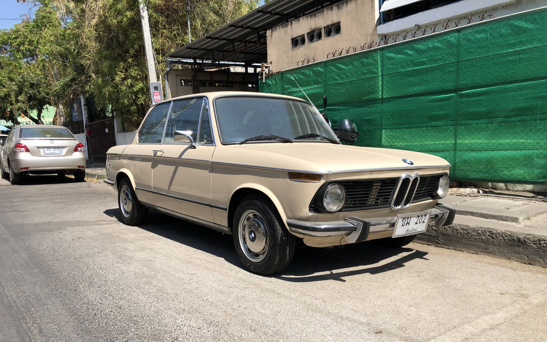 <p><strong>BMW 2002</strong></p>
