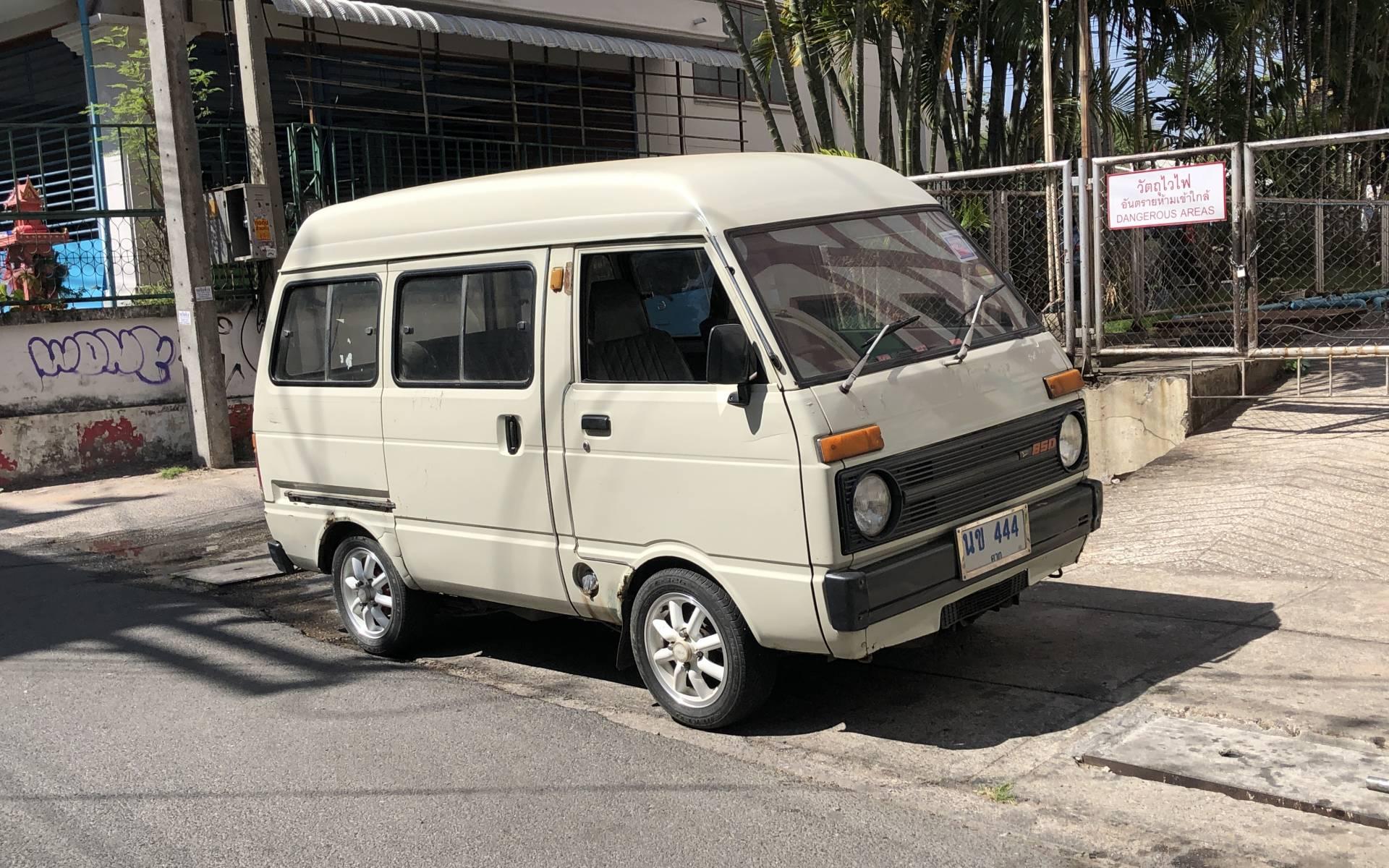 <p><strong>Daihatsu 850</strong></p>