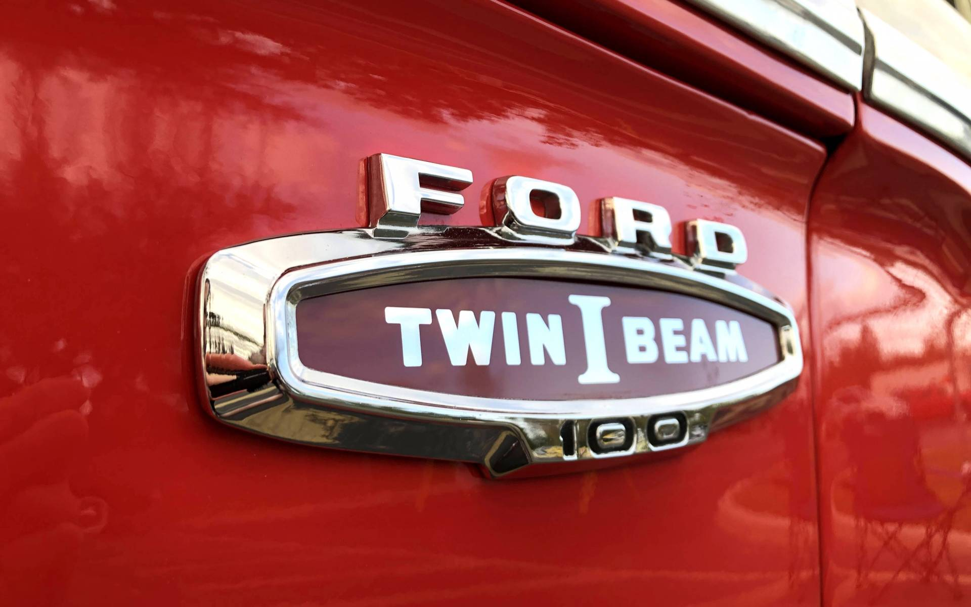 <p><strong>Ford F-100 Twin I Beam</strong></p>