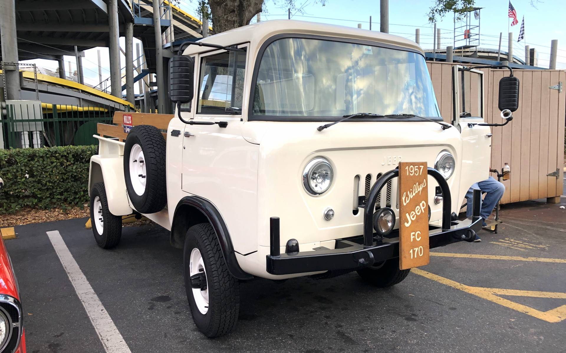 <p><strong>Willys Jeep FC 170&nbsp;1957</strong></p>