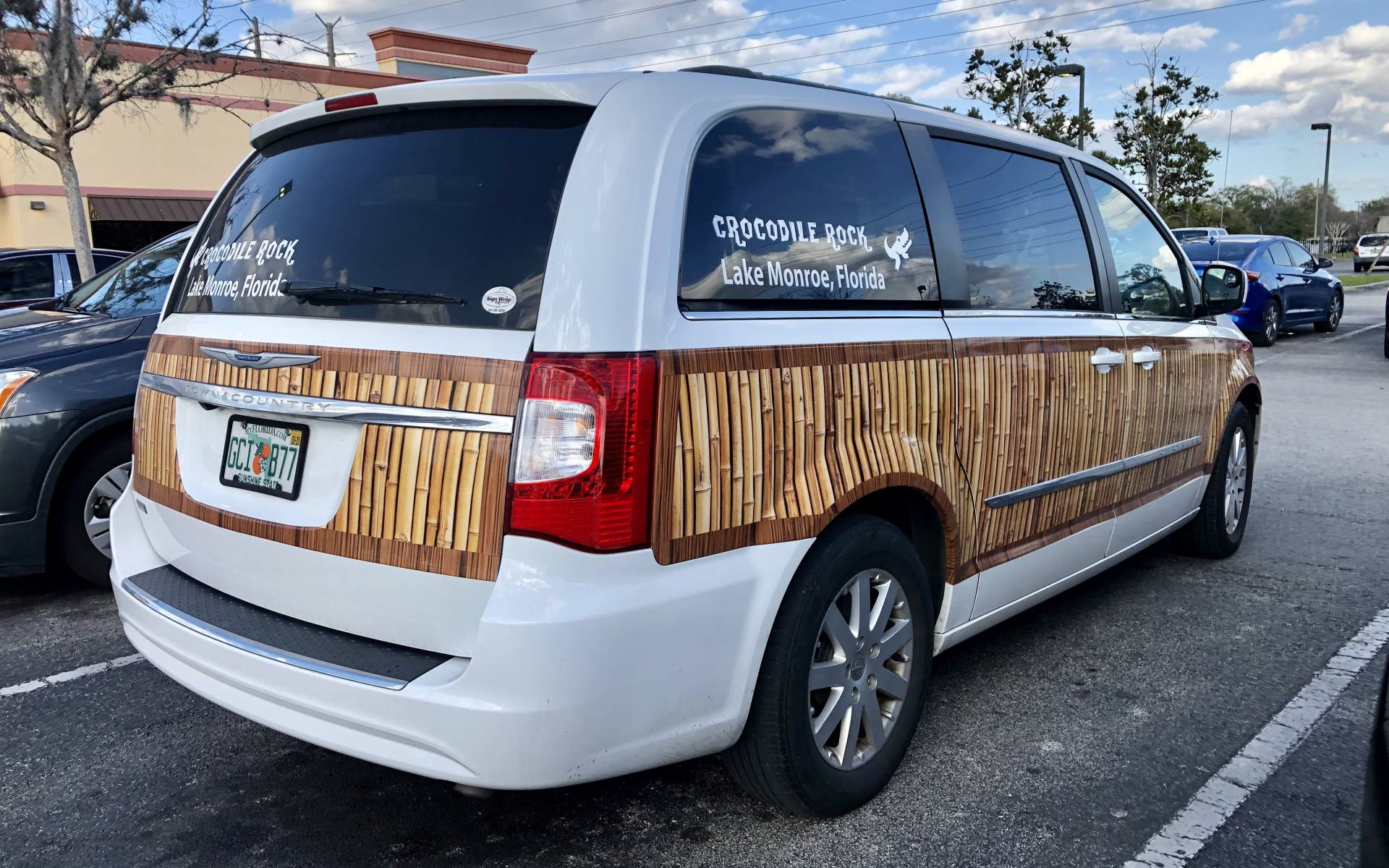 <p><strong>Chrysler Town &amp; Country</strong></p>