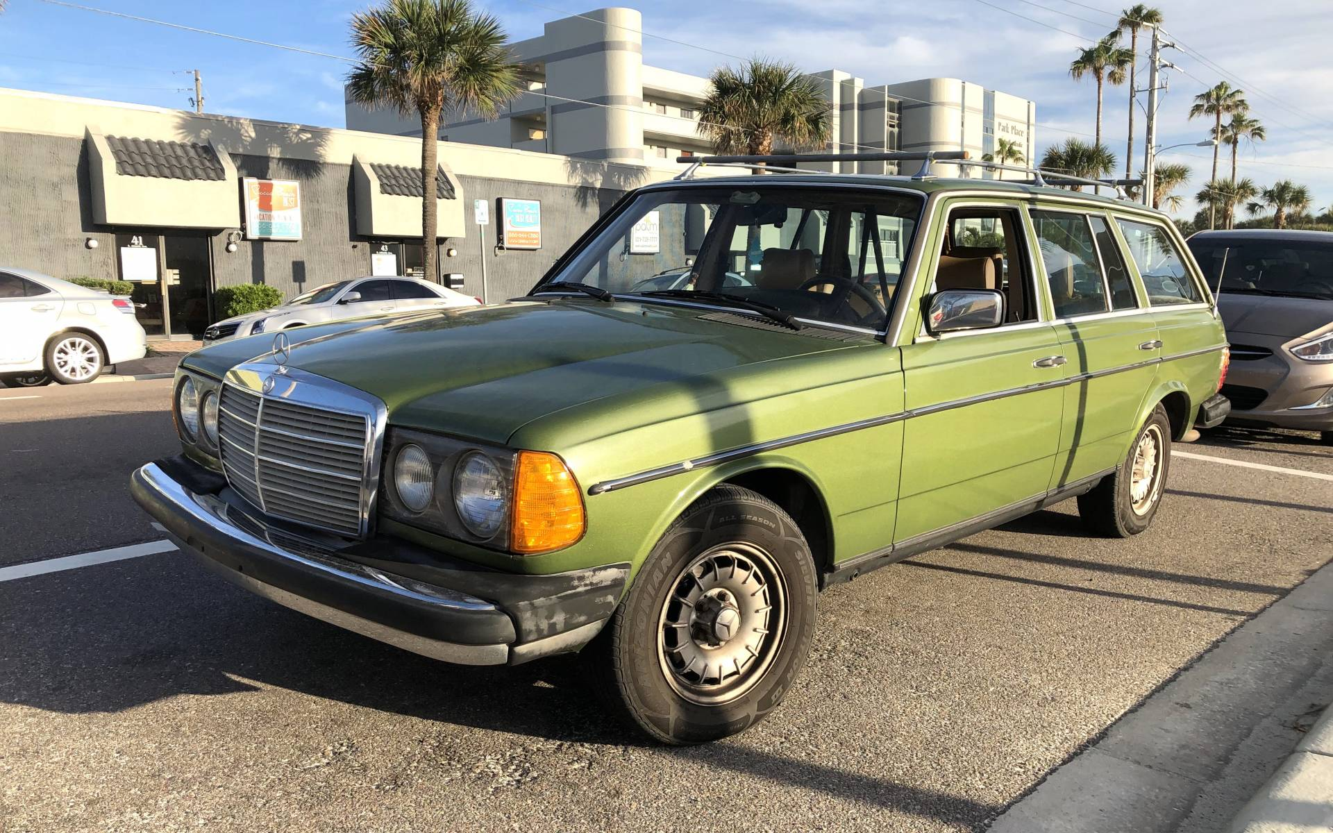 <p><strong>Mercedes-Benz 300TD Turbodiesel</strong></p>