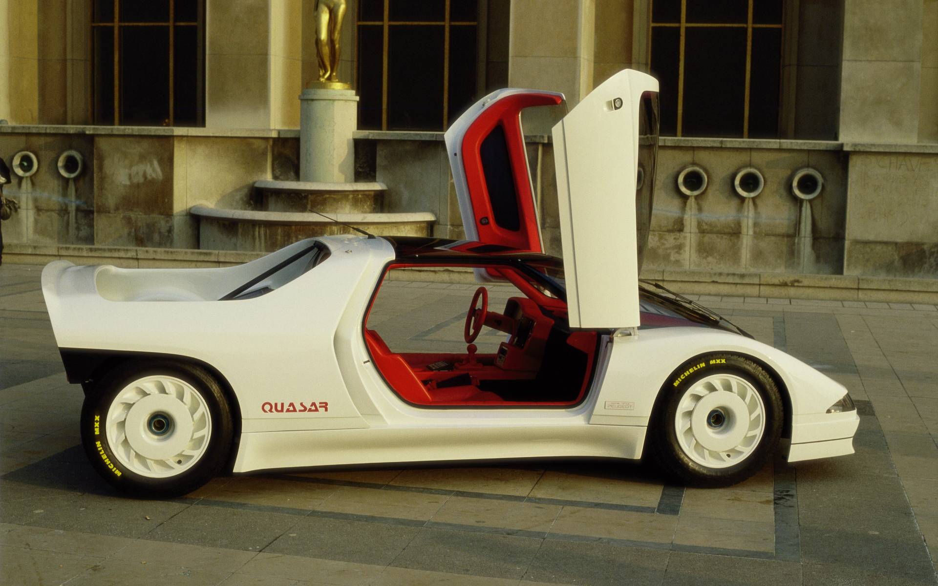 Peugeot Quasar : 600 chevaux et un système multimédia...en 1984 ! 419631-peugeot-quasar-la-renaissance-du-lion