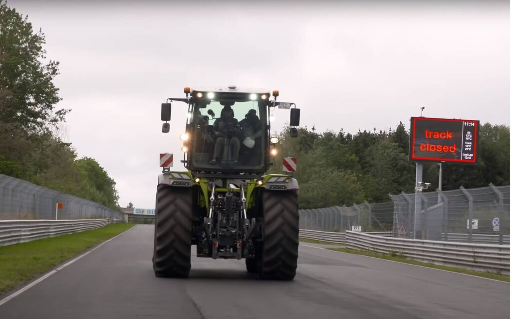 A new track record at the Nürburgring… by tractor!