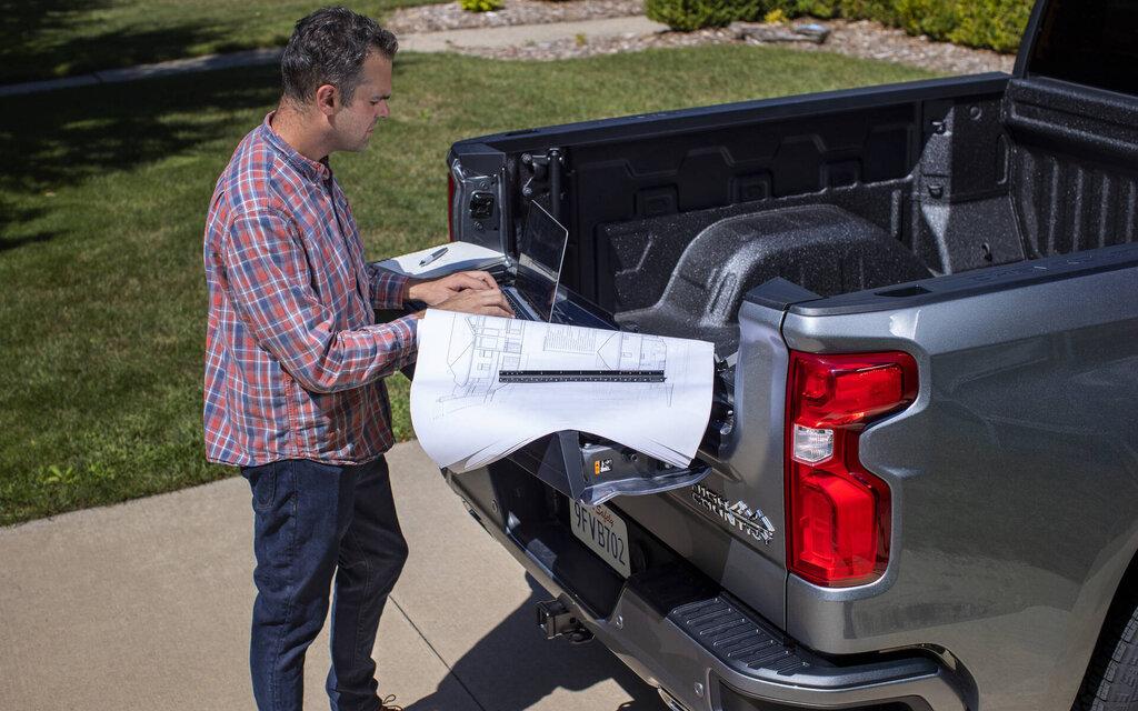 A Multi-Flex hatchback for the 2021 Chevrolet Silverado