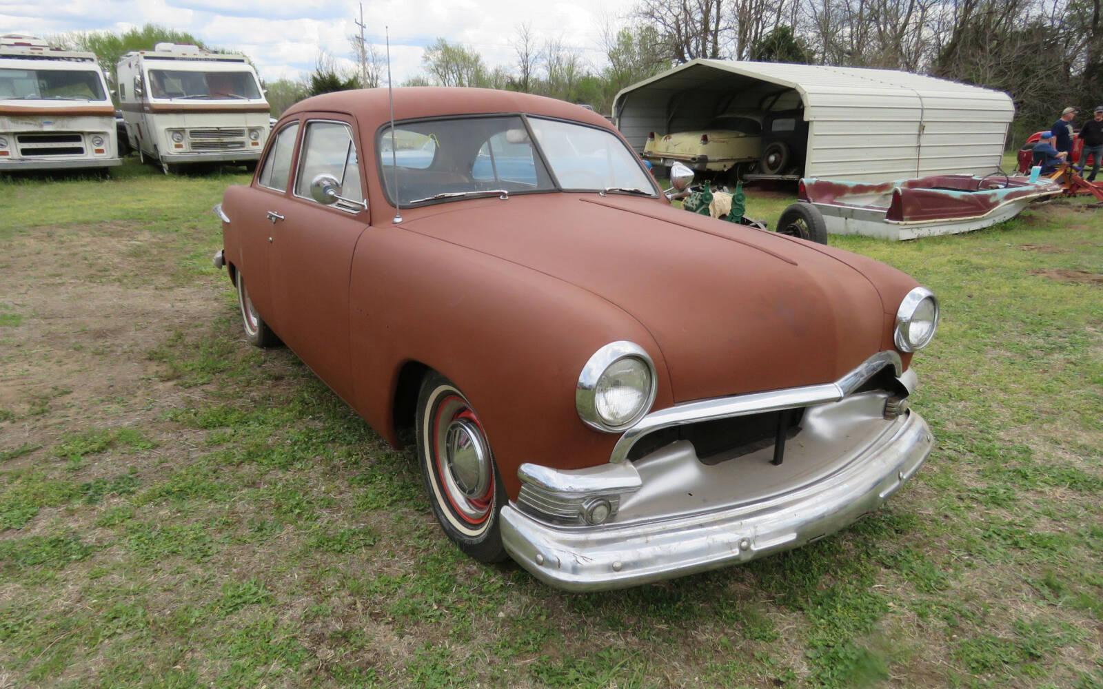 <p>Ford berline 2 portes 1951</p>
