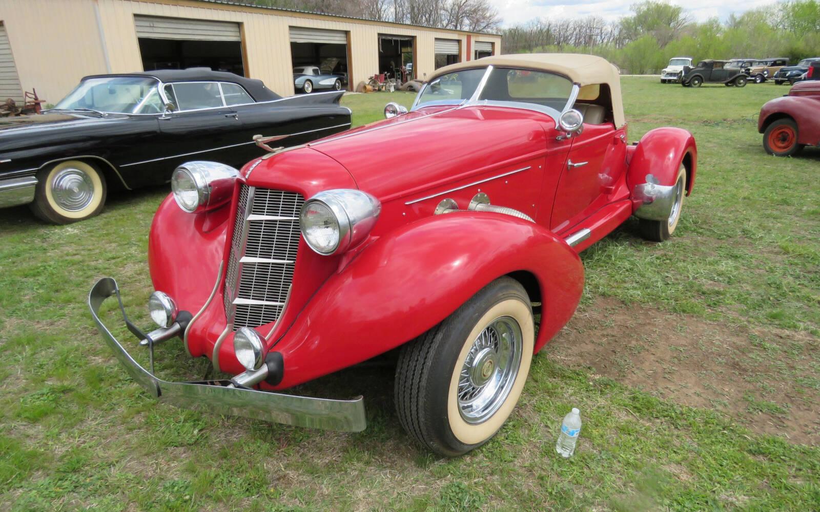 <p>Auburn Boattail Speedster 1936 (réplique)</p>