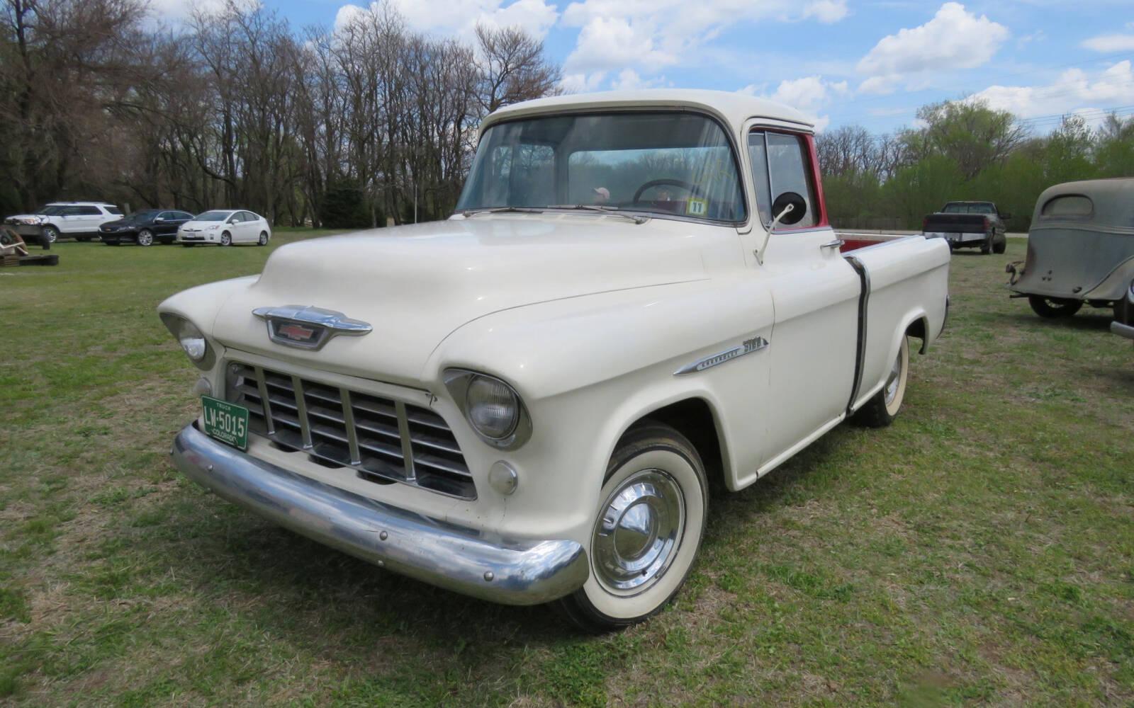 <p>Camionnette Chevrolet Cameo 1955</p>