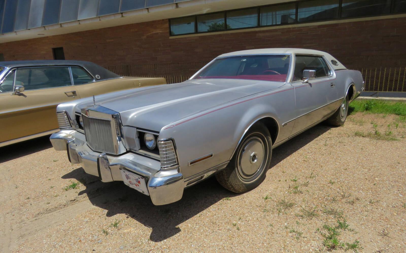 <p>Lincoln Continental Mark III 1973</p>