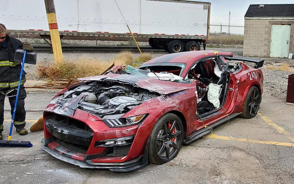 Ford Mustang Shelby Gt500 Chopped Into Pieces For Science The Car Guide