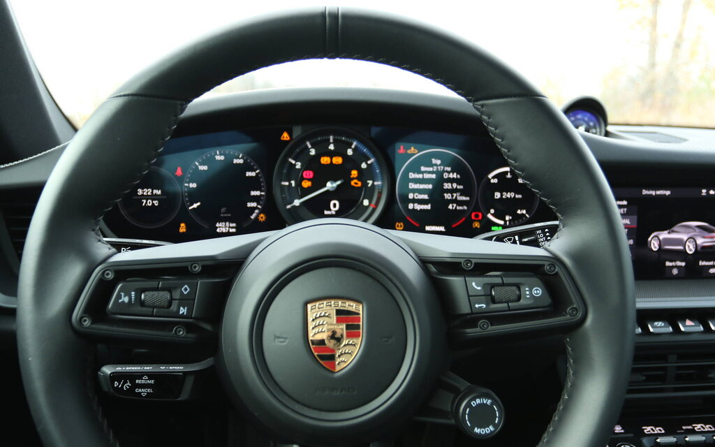 447619 porsche 911 carrera s 2020 avec trop pedales c est encore