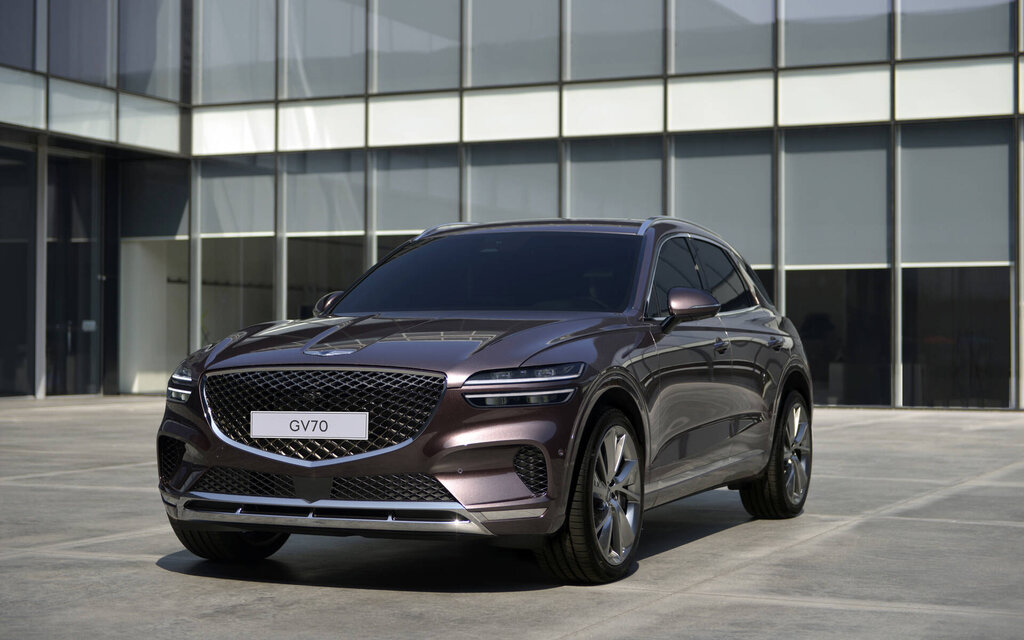 The 2022 Genesis GV70 officially unveils