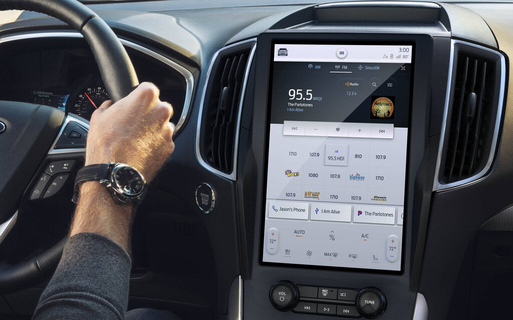 A 12-inch screen for the 2021 Ford Edge
