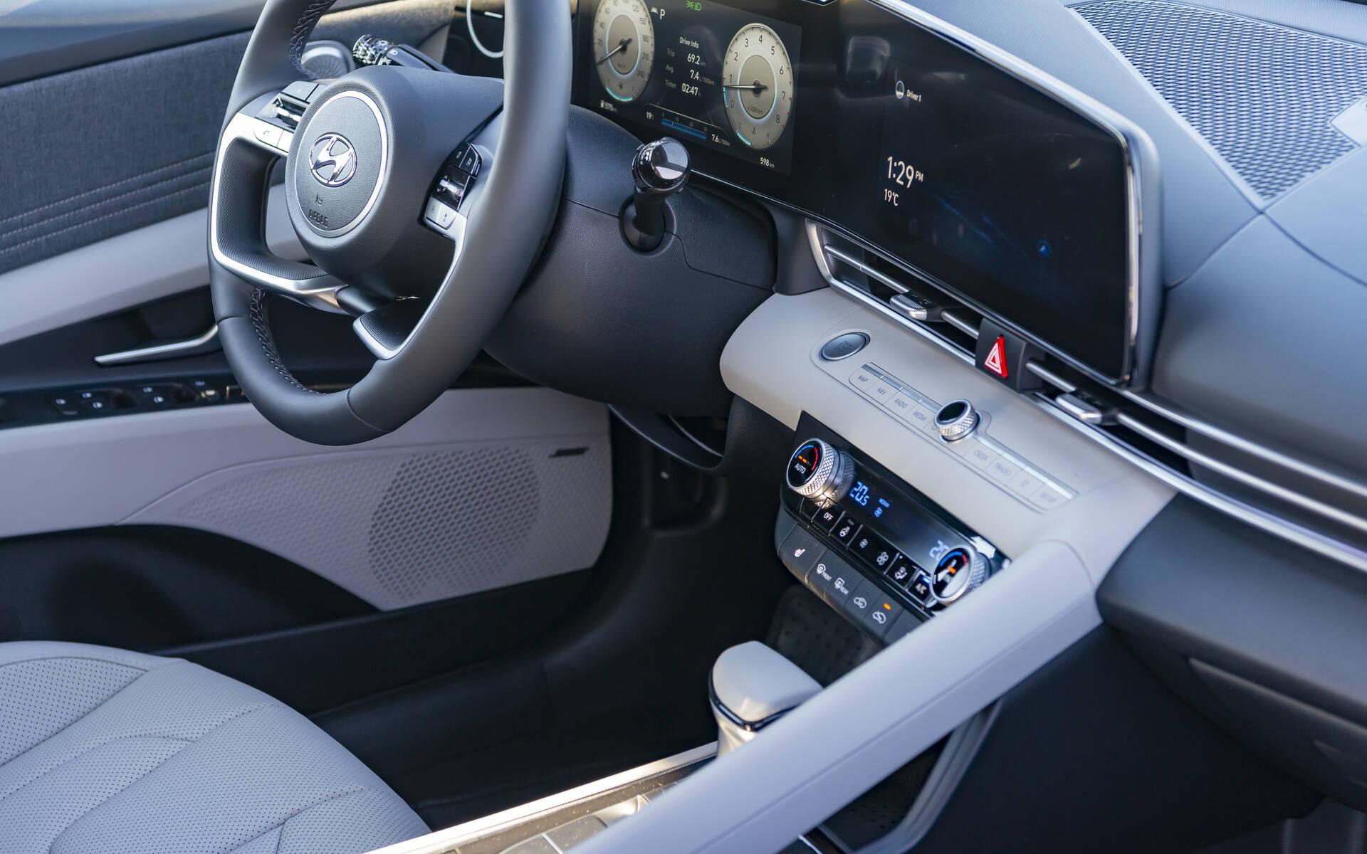 <p>Hyundai Elantra 2021</p>