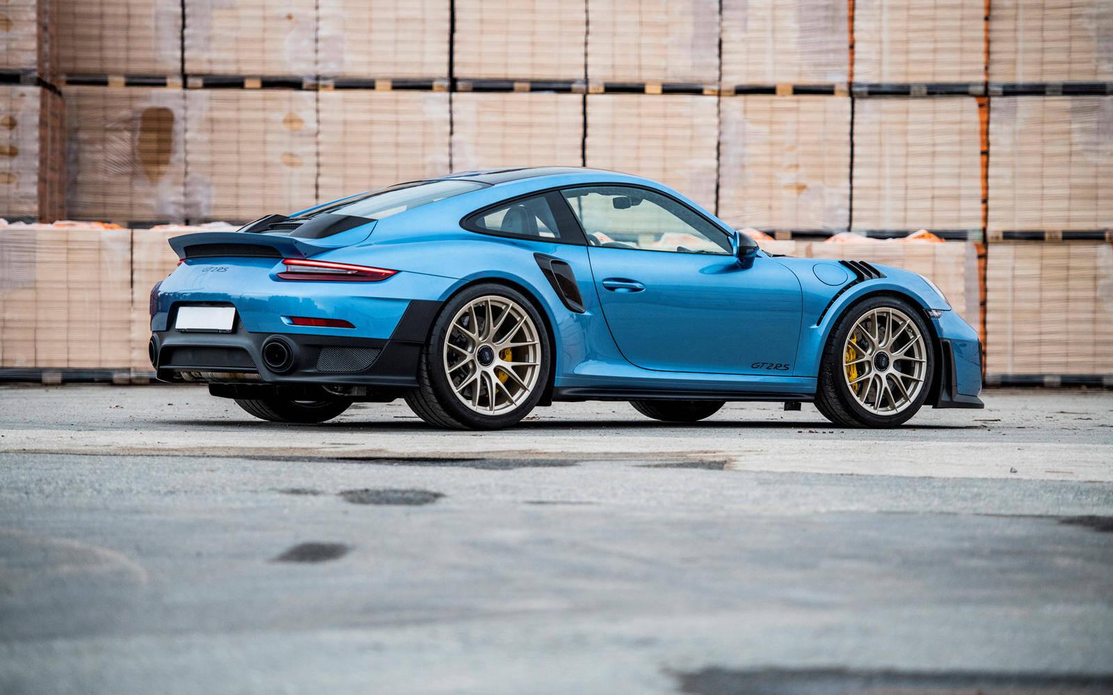 <p>Porsche 911 GT2 RS Weissach 2018</p>
