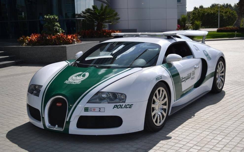 <p>Bugatti Veyron (Dubai)</p>