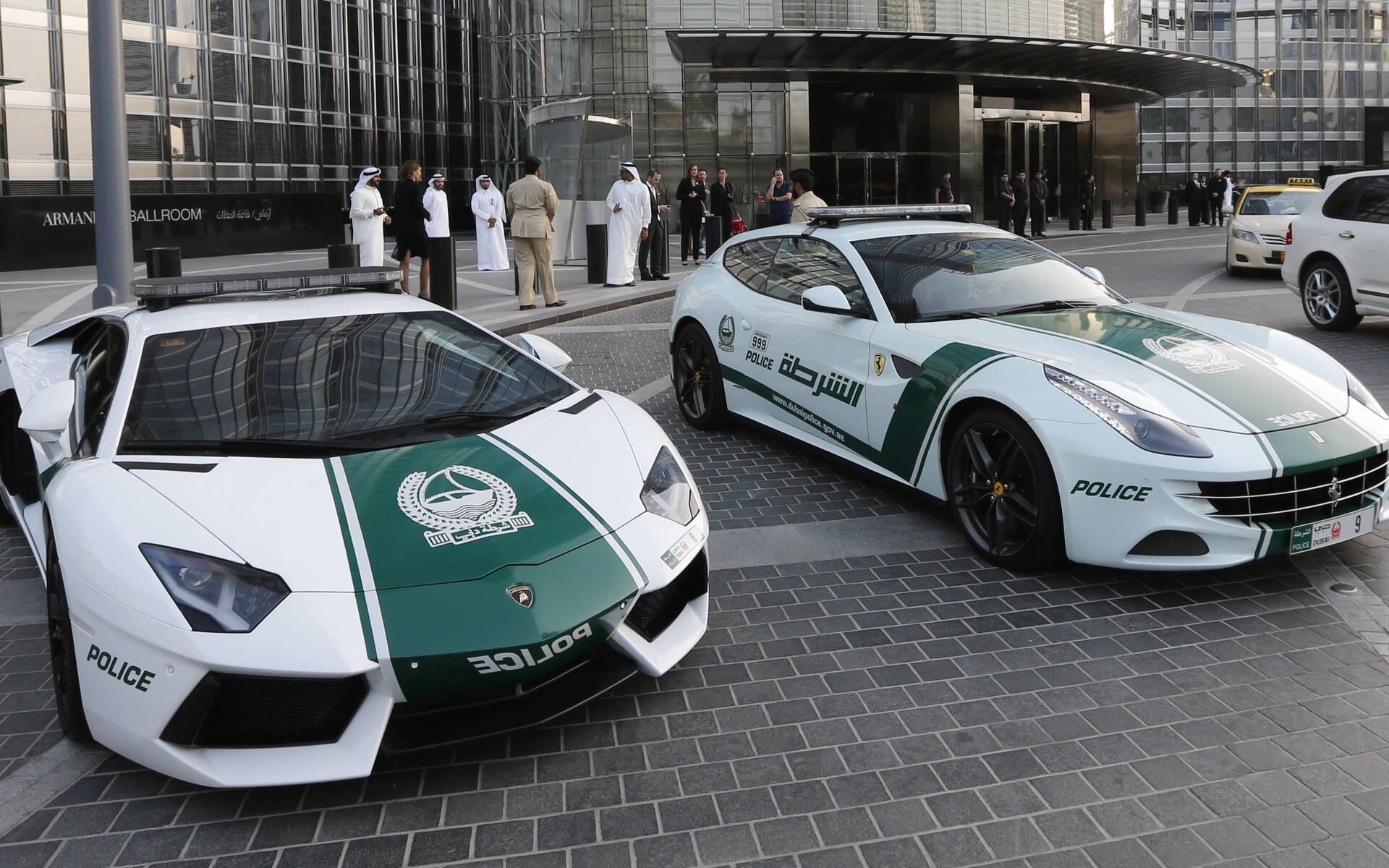<p>Lamborghini Aventador and Ferrari FF (Dubai)</p>