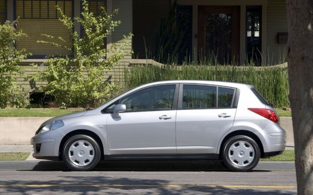 nissan versa 2009 essais actualit galeries photos et vid os guide auto. Black Bedroom Furniture Sets. Home Design Ideas