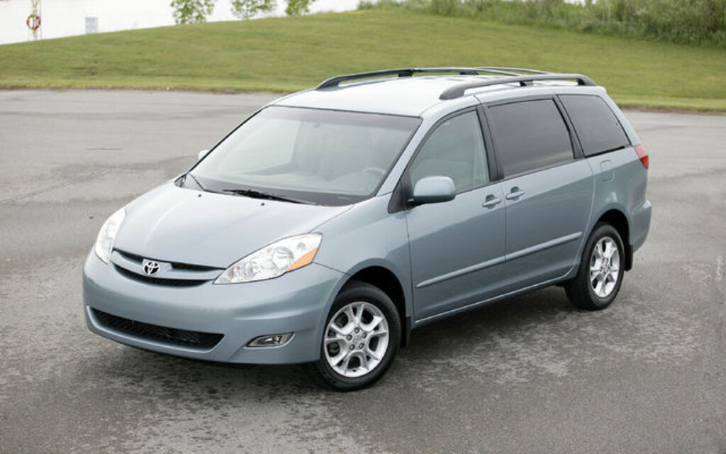 2009 toyota sienna news reviews picture galleries and. Black Bedroom Furniture Sets. Home Design Ideas