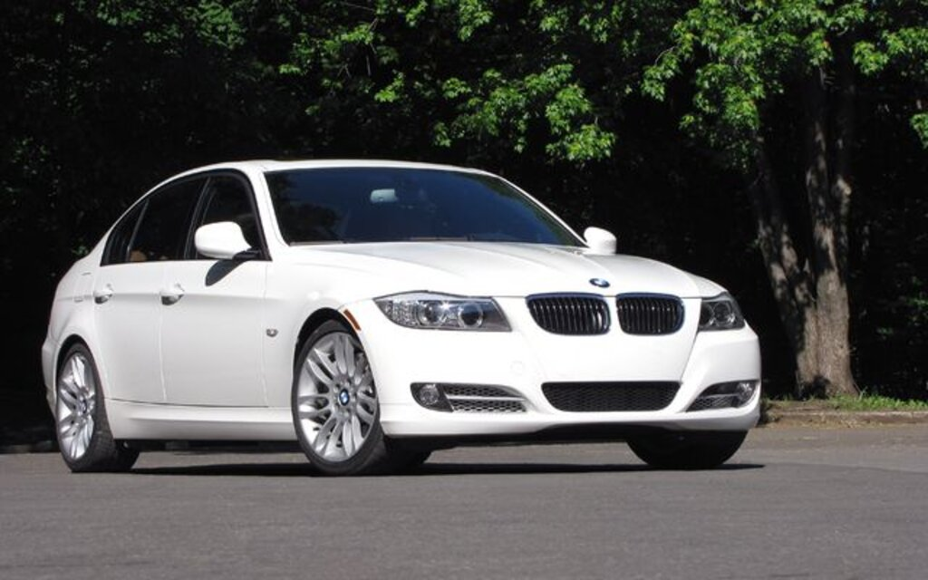2010 bmw 3 series 323i sedan specifications the car guide. Black Bedroom Furniture Sets. Home Design Ideas
