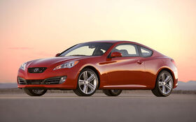 sp cifications hyundai genesis coupe 2 0t 2010 guide auto. Black Bedroom Furniture Sets. Home Design Ideas