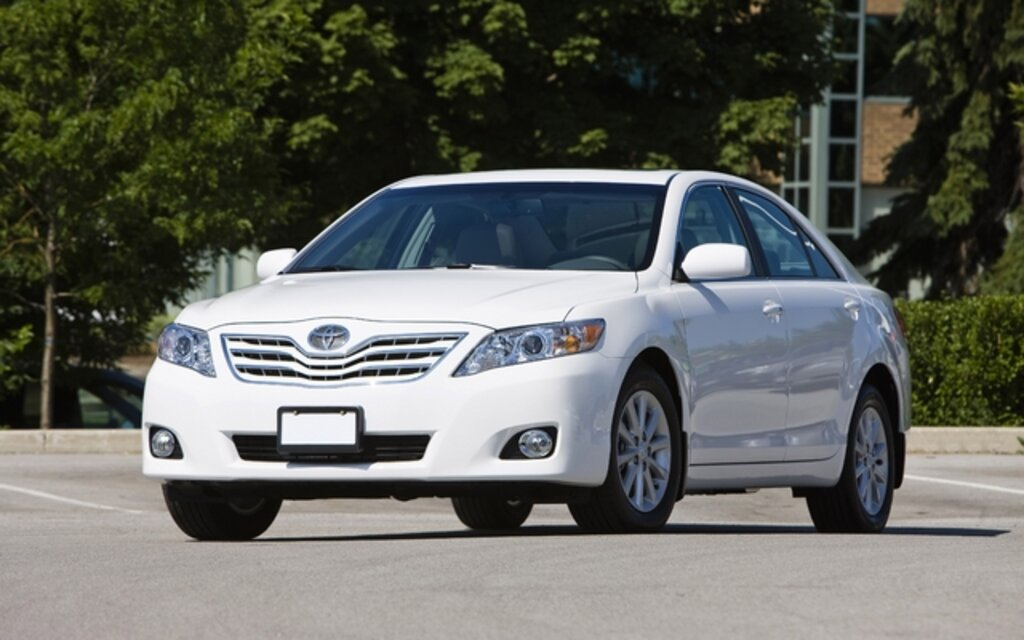 sp cifications toyota camry le 2011 guide auto. Black Bedroom Furniture Sets. Home Design Ideas
