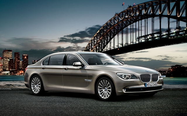 Used Bmw 7 Series >> 2011 BMW 7 Series photos - 1/7 - The Car Guide