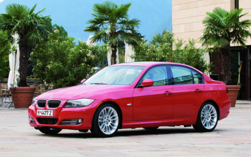 BMW Series I Sedan Specifications The Car Guide - Bmw 320i 2012