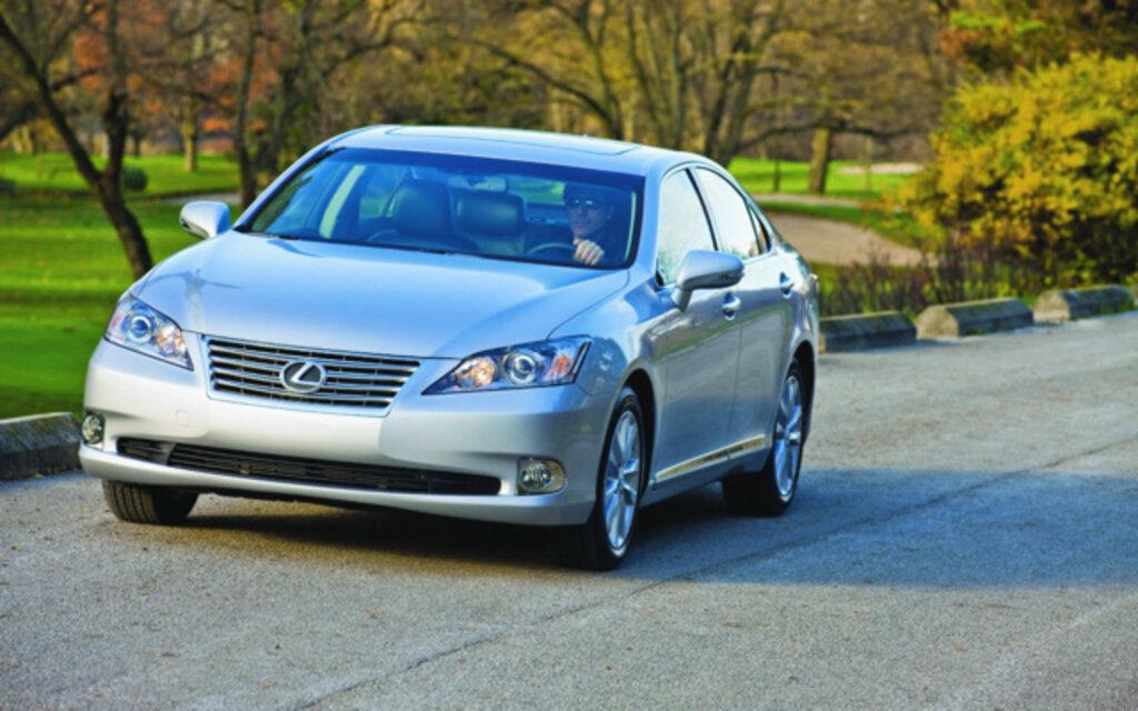 Lexus ES. All Photos