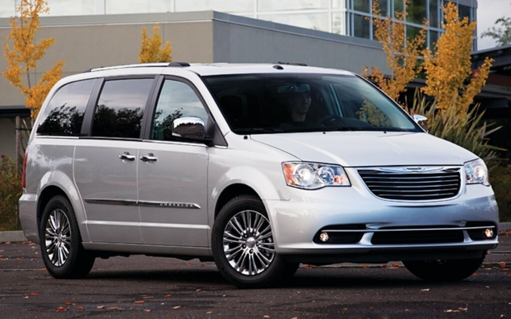 full engine touring car town and chrysler guide price tv country en technical specifications the motoring