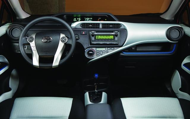 Used Toyota Prius >> 2013 Toyota Prius photos - 3/8 - The Car Guide