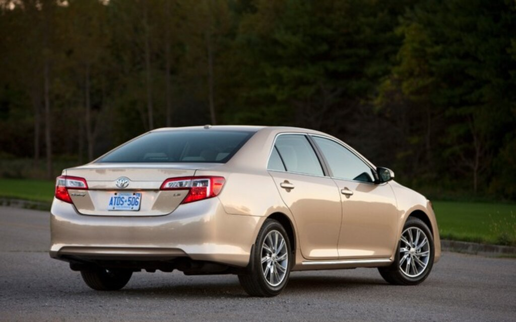 2013 toyota camry le specifications the car guide. Black Bedroom Furniture Sets. Home Design Ideas
