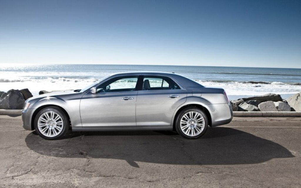 2013 chrysler 300 touring specifications the car guide. Black Bedroom Furniture Sets. Home Design Ideas