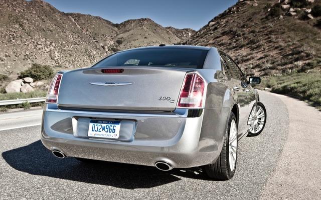 2013 Chrysler 300 Photos 2 4 The Car Guide