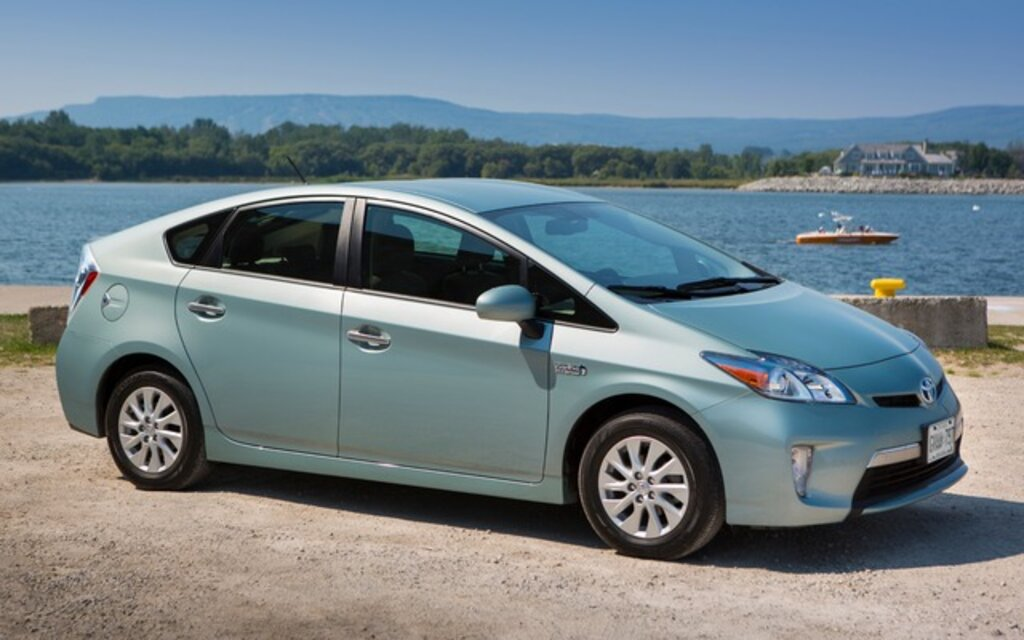 valuation toyota prius 2014 guide auto. Black Bedroom Furniture Sets. Home Design Ideas