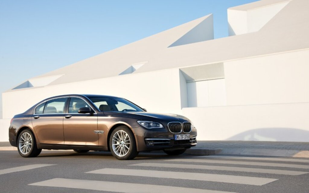 2015 BMW 7 Series 750Li XDrive Specifications