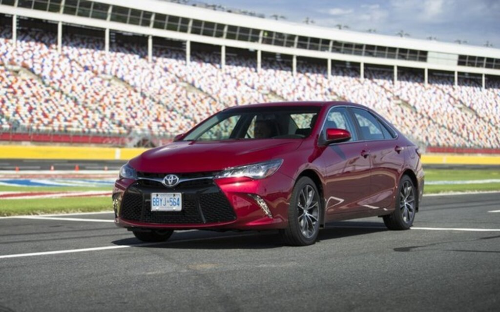 2016 toyota camry le specifications the car guide. Black Bedroom Furniture Sets. Home Design Ideas