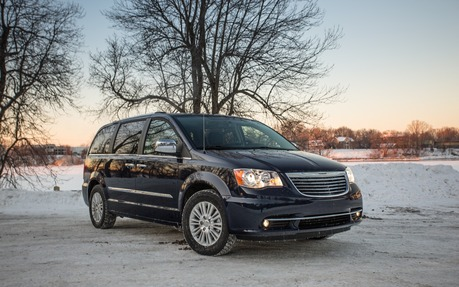 Chrysler town and country fuel capacity