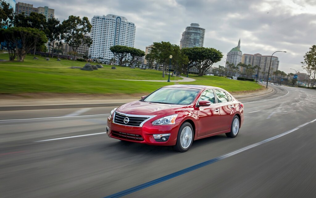 2016 Nissan Altima 25 Sedan Specifications