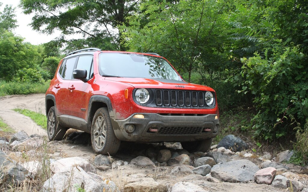 jeep renegade 2016 essais actualit galeries photos et vid os guide auto. Black Bedroom Furniture Sets. Home Design Ideas