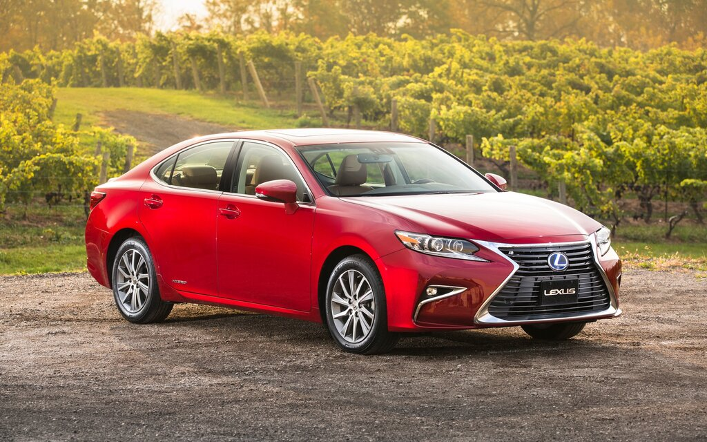 quarter en front news trend canada motor lexus es and three reviews cars motion rating in