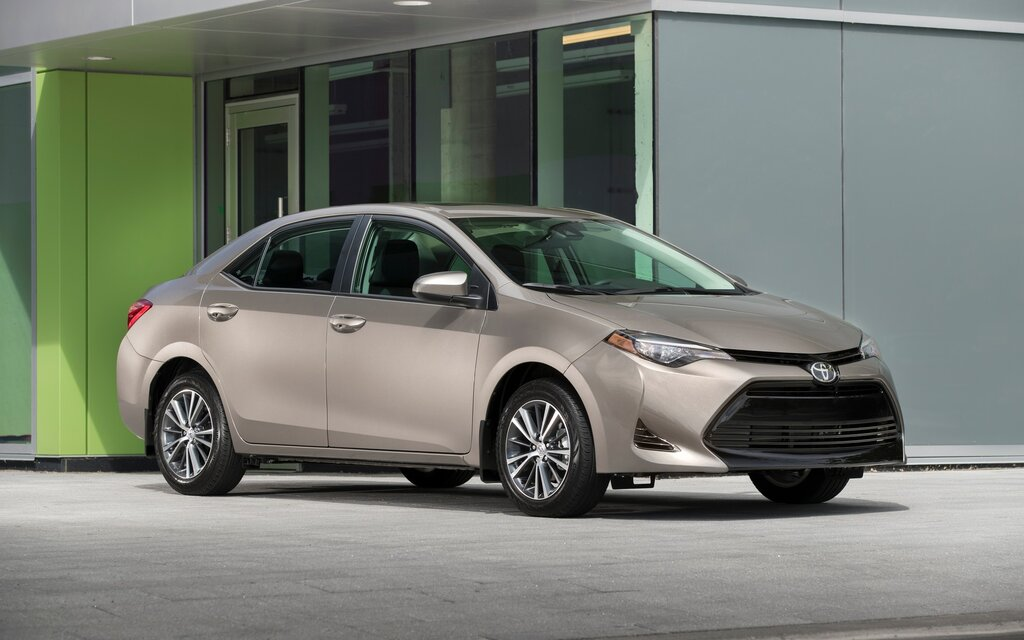 2017 toyota corolla curb weight