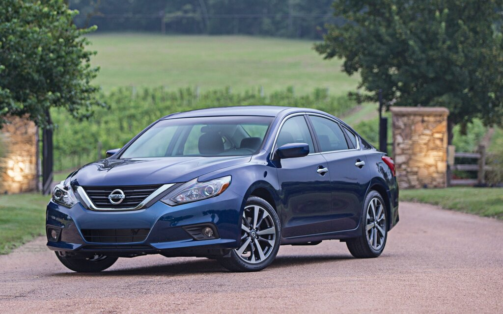2017 Nissan Altima 25 Sedan Specifications