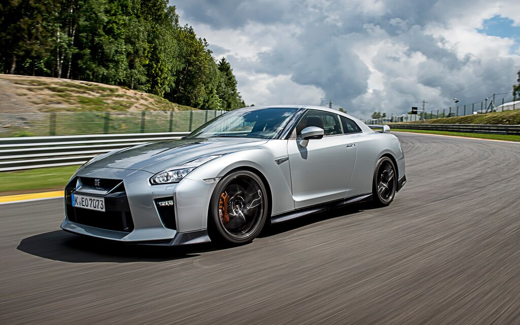 2017 nissan gt r premium specifications the car guide. Black Bedroom Furniture Sets. Home Design Ideas