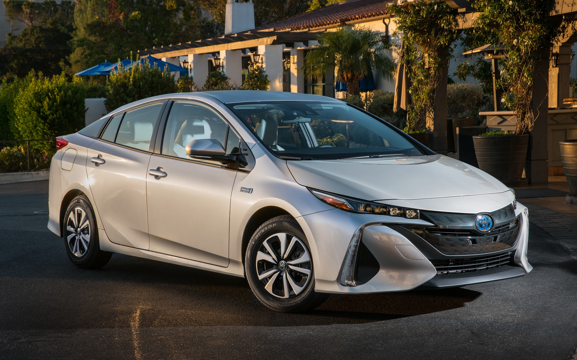 Used Toyota Prius >> 2017 Toyota Prius photos - 5/16 - The Car Guide